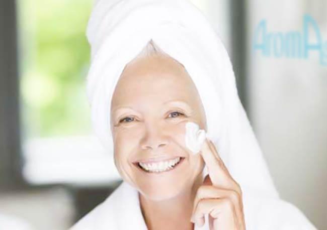 Aroma Soin anti-âge complet du visage et du cou REPULPANT avec modelage tonifiant