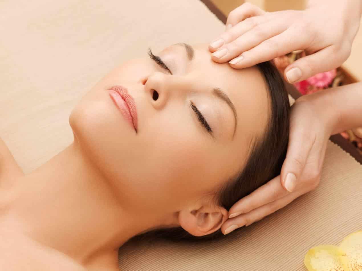 Aroma massage crânien, relaxe, stimule la repousse des cheveux